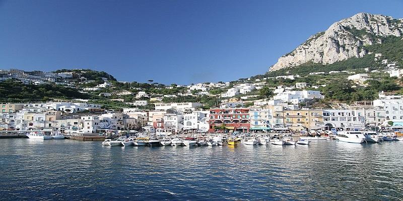 Aeroporto A Capri : Visita della reggia di caserta e soggiorno nella splendida